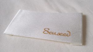shuttle-loom-woven-clothing-label-with-logo
